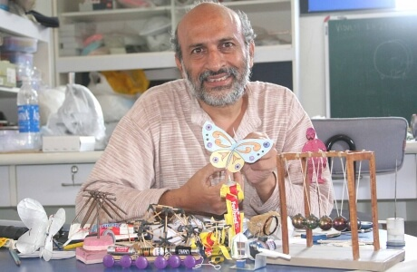 Arvind Gupta Passed from IIT Kanpur the magicianToymaker Img Source: Theiitian