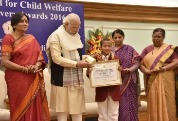The Prime Minister, Shri Narendra Modi presenting the National Bravery Awards 2016 to the children, in New Delhi on January 23, 2017.  The Minister of State for Women and Child Development, Smt. Krishna Raj and the Secretary, Ministry of Women and Child Development, Ms. Leena Nair are also seen.